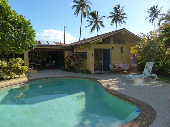 Papaya Paradise Bed and Breakfast: rechts befindet sich das Zimmer am Pool