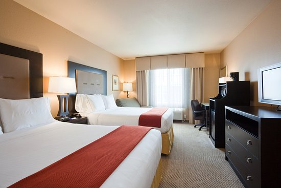 Chippewa Falls, WI: Two Queen Bed Guest Room Holiday Inn Express Eau Claire North