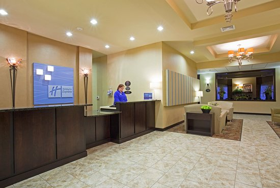 Holiday Inn Express Hotel & Suites Eau Claire North: Reception Area Holiday Inn Express Eau Claire North