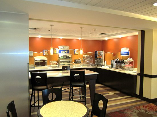 Holiday Inn Express Ft. Lauderdale Cruise-Airport: Breakfast Area