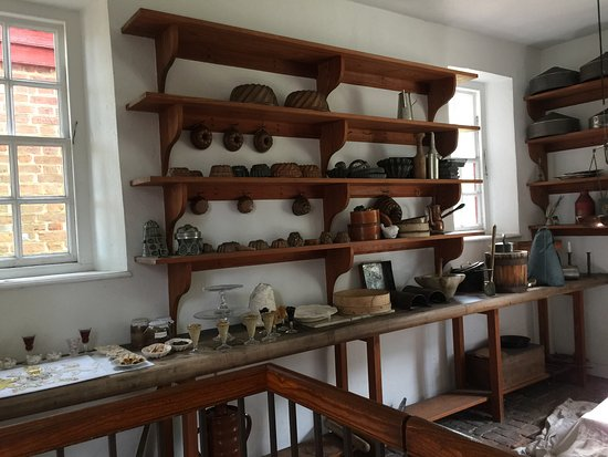 Inside the kitchen at the Governor\'s palace - Picture of Colonial ...