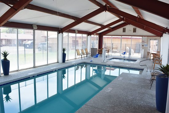 Super 8 NAU Downtown Conference Center: Pool Area