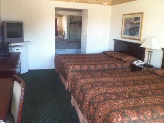 Tahlequah, OK: Guest Room