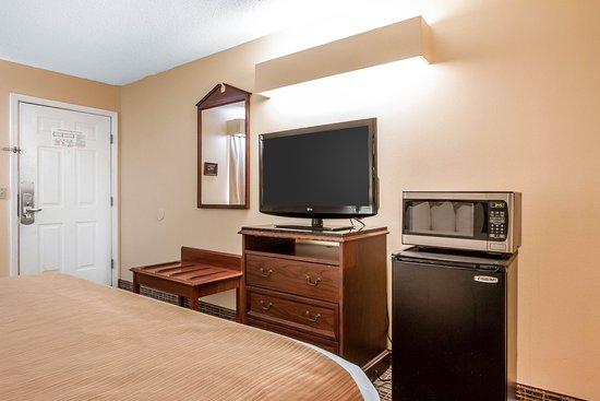 Selma, AL: King guest room