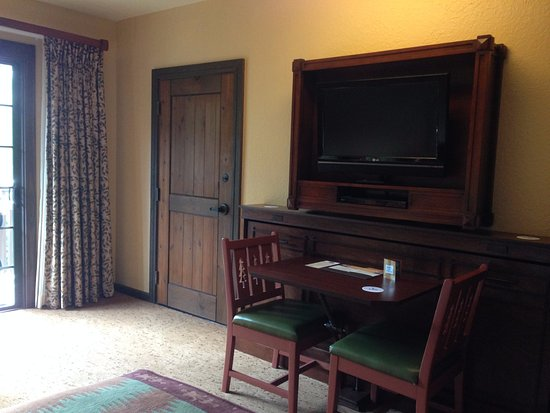 Villas at Disney's Wilderness Lodge: Deluxe Studio: Table that converts to twin bed