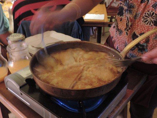 Bolquere, Prancis: Préparation des crêpes suzette.