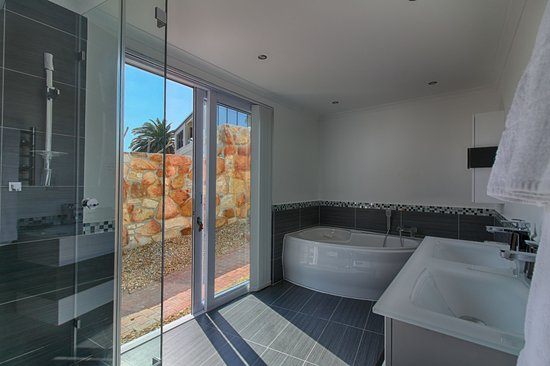 Diamond Guest House: Superior Garden suite - the Springbok suite bathroom