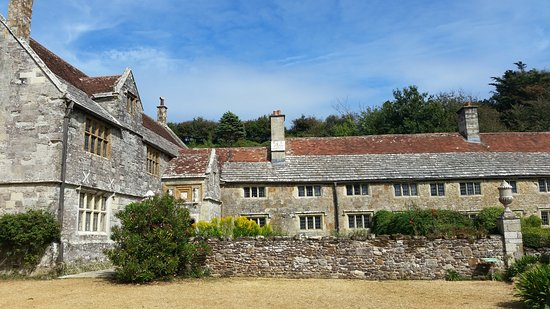 Brighstone, UK: Elizabethan Manor House still a private residence but the garden is well worth a visit.