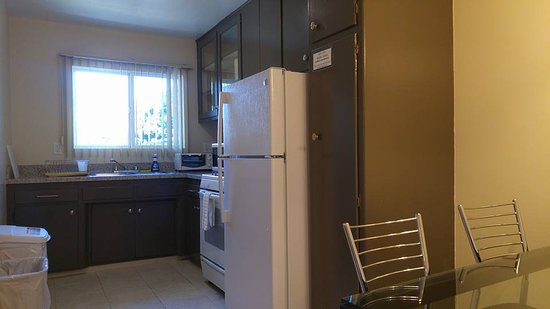Full kitchen facilities Picture of Hollywood Orchid Suites Los