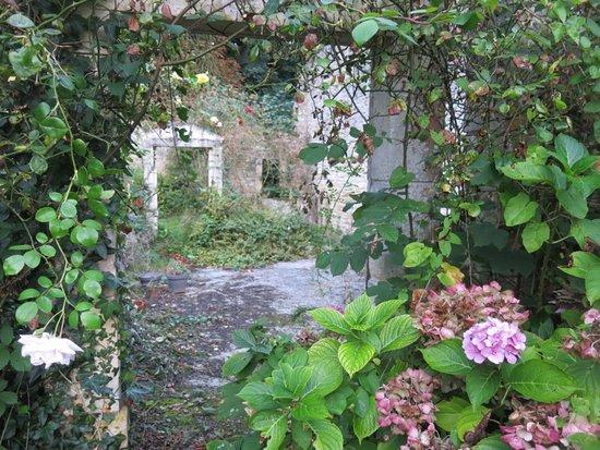 Picauville, فرنسا: Chateau de l'Isle marie gardens