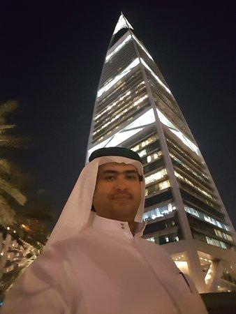 Al Faisaliah Hotel: المبنى بين برجي الفندق