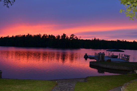 Buckhorn, Canada: Sunset over the lake - Christine Brickman