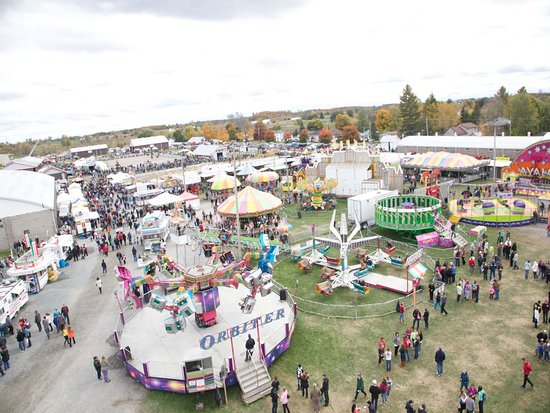 Peterborough & the Kawarthas, แคนาดา: The Midway at The Norwood Fair