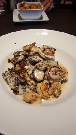 Ruby Tuesday: shrimp and grits with mushrooms