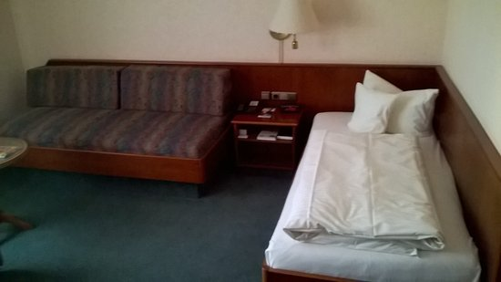 Sofa Und Bett Mit Nachttisch Und Radiowecker Picture Of Best