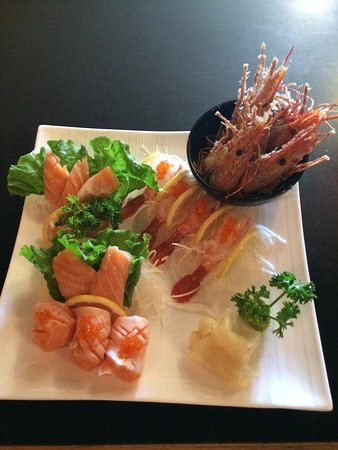 Port Alberni, Kanada: salmon belly sashimi / amaebi sashimi and deep fry head