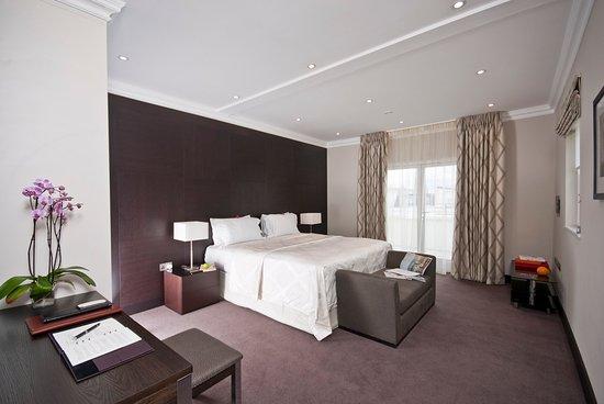130 Queen's Gate: Penthouse Suite