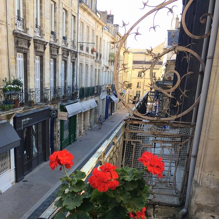 The view overlooking the street from the little balcony in for Une chambre en ville bordeaux