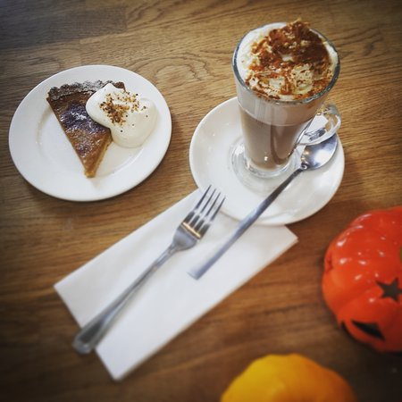 Swansea County, UK : Pumpkin pie at the 1825 Coffee Shop