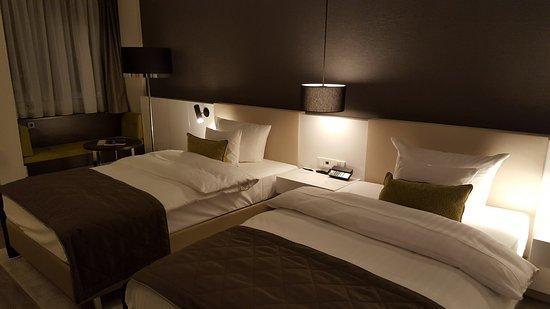 Große Gemütliche Betten Bild Von Steigenberger Hotel Köln Köln