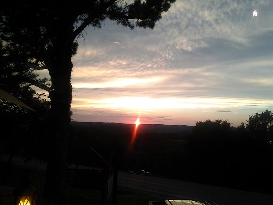 Jordan, AR: Sunset over the lake from the dining room.
