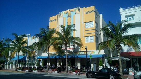 Una T 237 Picia Fachada Art Deco En Plena Ocean Drive Foto