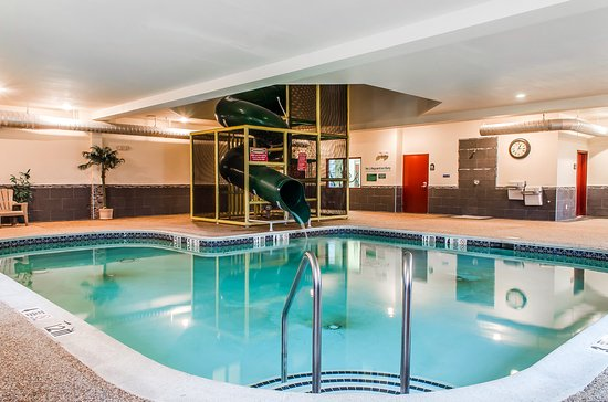 MainStay Suites: Pool