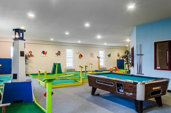 MainStay Suites: Game Room