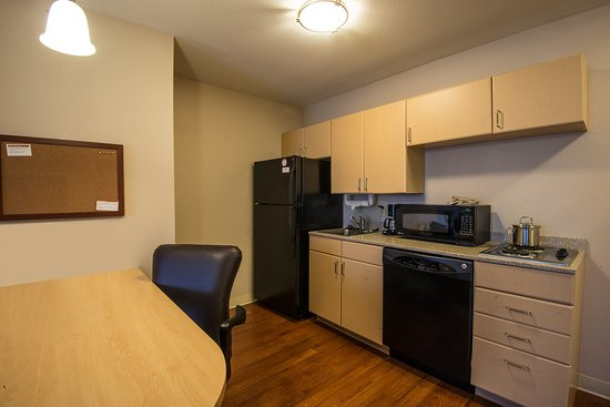 Candlewood Suites Sheridan: Two Bedroom Suite Kitchen