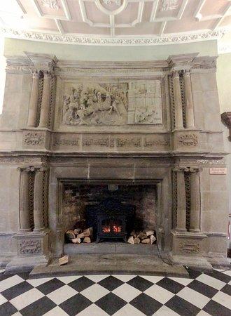 Hazlewood, UK: Fireplace