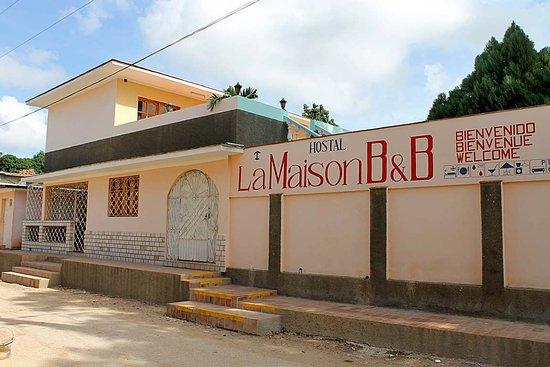 Hostal La Maison B&B