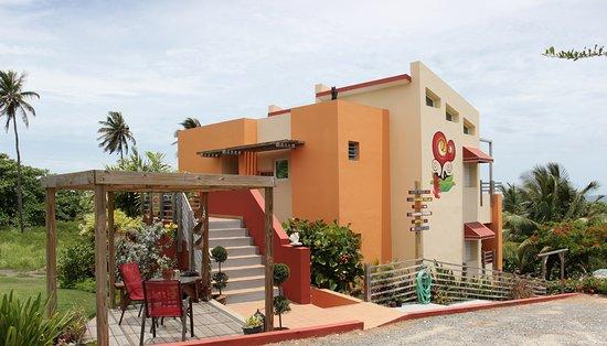 Fusion Beach Villas : view from street