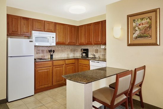Franklin, WI: Double Bed Kitchen