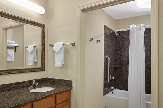 Franklin, WI: Double Bed Bathroom