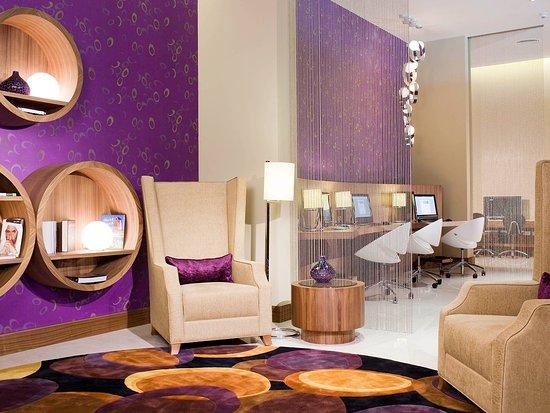 Novotel Suites Dubai Mall of the Emirates: Exterior