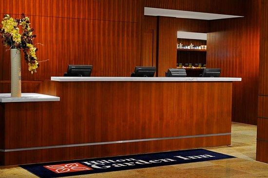 Hilton Garden Inn New York/West 35th Street: Front Desk