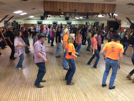 New Holland, Pensilvanya: Club House - Country Line Dancing