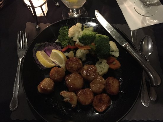 Michele's Restaurant and Catering : pan seared scallops