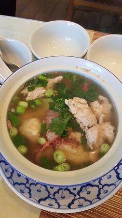 President Thai Restaurant: Won Ton Soup with BBQ Pork