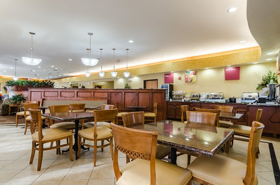 Comfort Suites : Breakfast Seating
