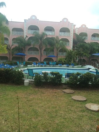 Sunbay Hotel: Amazing hotel and staff, beach just across the road