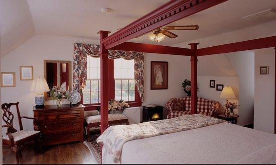 Cedars of Williamsburg Bed and Breakfast: Christopher Wren Suite