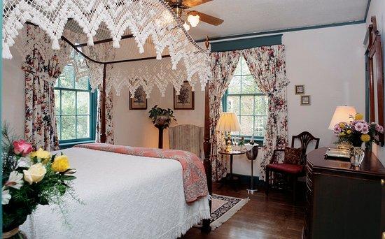 Cedars of Williamsburg Bed and Breakfast: Plantation Room