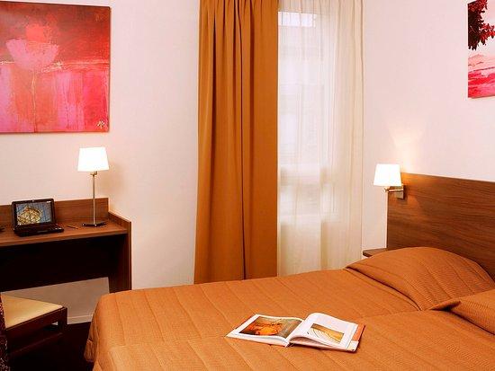 Adagio access paris quai d ivry ivry sur seine frankrig for Media room guest bedroom