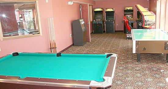 Bayside Hotel of Mackinaw: GAMES
