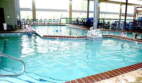Bayside Hotel of Mackinaw: WHIRLPOOL