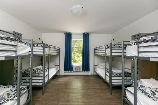 Samesun Kelowna: 8 bed dorm, other room types include 4-bed and 6-bed configurations