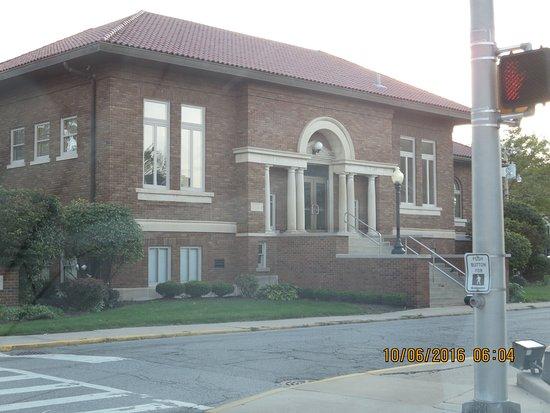 Garrett Public Library