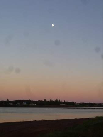 Dreamweavers Cottages and Vacation Home: Moon and evening view from cottages