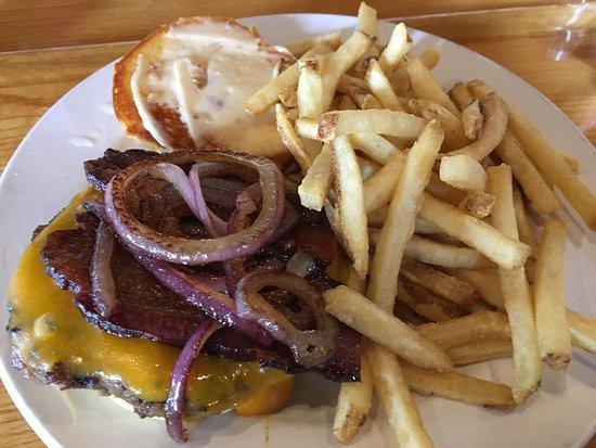 Ely, MN: motorboat burger